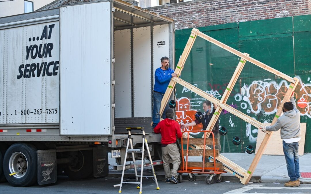 When to Hire Professional Movers and Packers